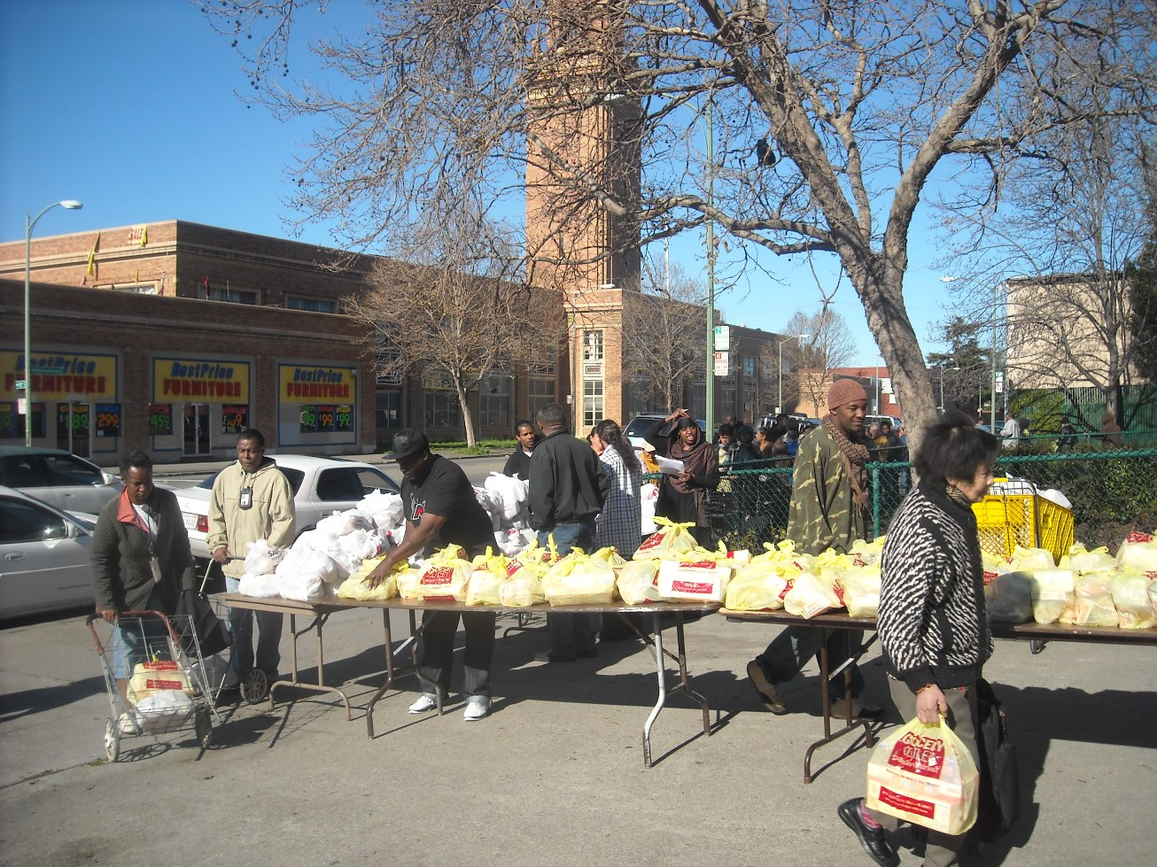 Distributing groceries